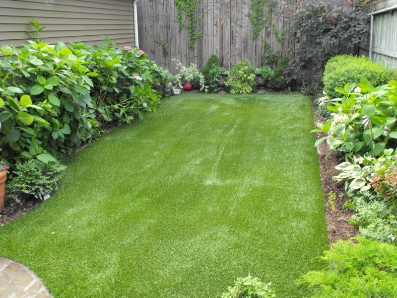 lawn-and-landscape-synthetic-turf-11