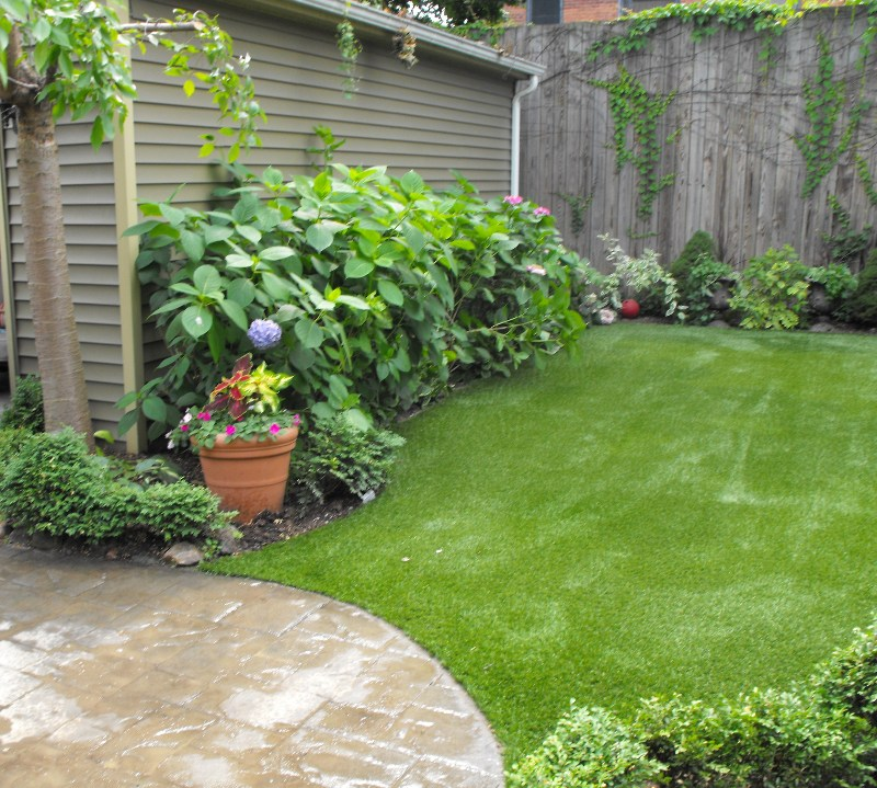 lawn-and-landscape-synthetic-turf-31