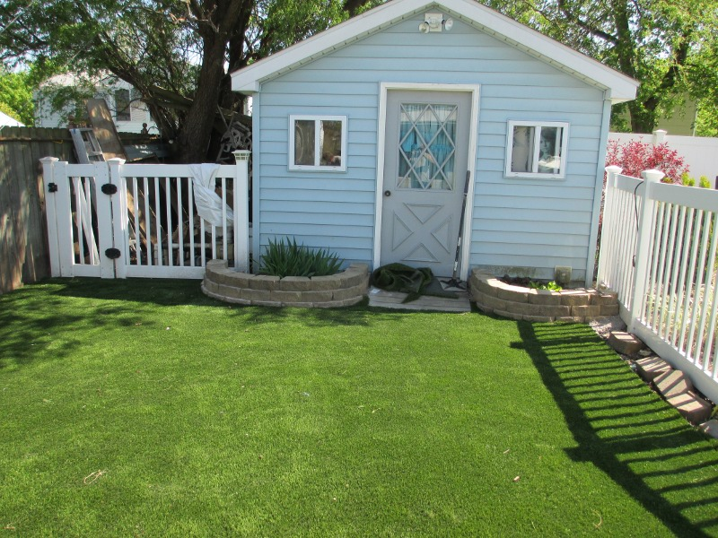 lawn-and-landscaping-artificial-turf-1