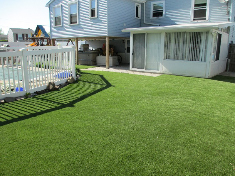 lawn-and-landscaping-artificial-turf-3