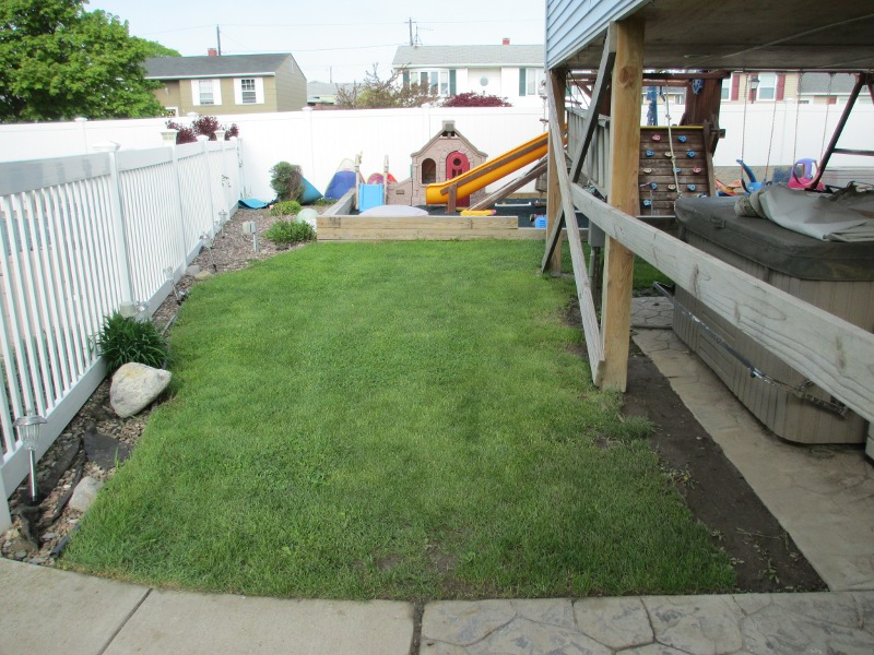 lawn-and-landscaping-artificial-turf