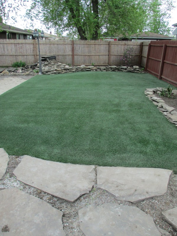 lawn-and-landscaping-synthetic-turf